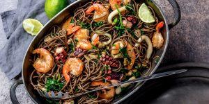 Nouilles aux légumes et crevettes
